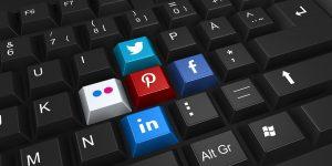 teclado de computador com redes sociais